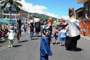 Un pasacalles con máscaras producidas en Alajuelita será la actividad de apertura del Festival Cultural.  Foto tomada de: Alajuelita Hoy.