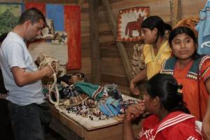 Feria de artesanías se desarrolló en el marco de un proyecto de Educación Pública en Casona, San Vito de Coto Brus