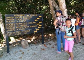 Los senderos del Parque Nacional Manuel Antonio fueron el espacio idóneo para que los niños y las niñas aprendieran sobre biodiversiad y respeto por la naturaleza (foto cortesía Joselyn Montero).