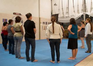 Actividad de exploración del cuerpo de mujeres en comunidad. Fotografía de Mariam Vargas Rodríguez.
