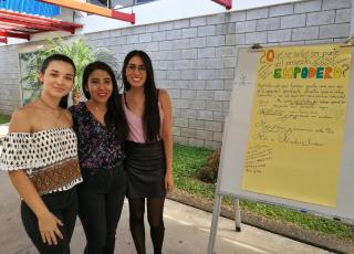 Las estudiantes de Enseñanza del castellano participaron de la actividad y compartieron sus experiencias de aprendizaje, retos y aportes a las mujeres de las comunidades turrialbeñas. Foto: Rebeca Gu.