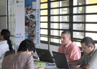 Personal de la VAS y varias unidades académicas se unieron a los habitantes de la zona sur en este encuentro de reflexión. Foto Keiner Moraga Blanco.