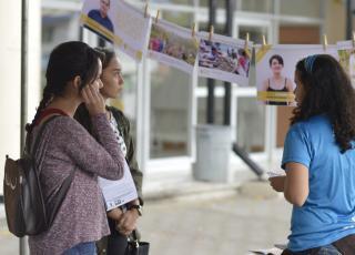 El rincón de las iniciativas estudiantiles contó con fotografías y testimonios de estudiantes. Fotografía por Mariana Arce.