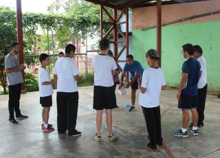 Este año, el campamento se enfocó en la población sorda y con retardo mental del Prevocacional para trabajar mediante juegos las habilidades como la memoria, la participación, la coordinación y el trabajo en equipo.