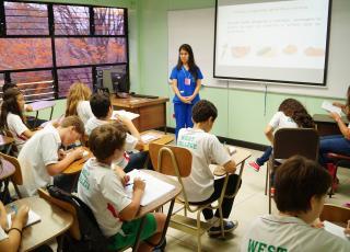La acción social de la ENu llega a estudiantes de primaria y otros segmentos de población con proyectos de trabajo comunal y extensión docente.  Foto cortesía ENu.