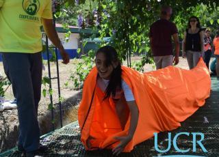 Pruebas para superar obstáculos, fueron parte de las actividades que realizaron las y los estudiantes del CTP Carlos Manuel Vicente Castro. Foto: Roberto Puello.