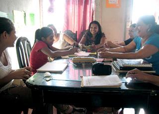 La vinculación Universidad-sociedad que se logra mediante los proyectos de trabajo comunal se basa en una relación recíproca con las organizaciones comunitarias y sus prioridades ciudadanas. Foto Laura Astorga.