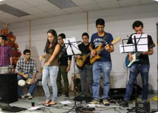 Electrizarte es una agrupación de estudiantes de ingeniería eléctrica que utilizan sus conocimientos tecnológicos para crear arte. Foto: Nayuribe Montero