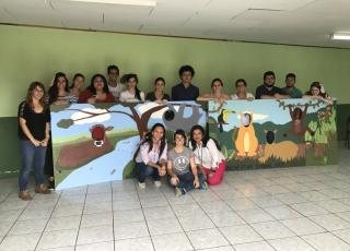 Estudiantes del TC-680 y las coordinadoras de los trabajos comunales. Foto: Maripaz Castro Murillo.