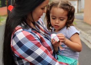 La construcción de la salud desde la perspectiva del cuidado propone la interacción interpersonal para crea participación y afecto. Fotografía Adriana Araya Ch