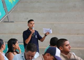 Estudiante de la UTN, Sede de Guanacaste, expresa sus comentarios en el tema de recurso hídrico, en el marco del IV Conversatorio académico interuniversitario (2016): Situación y quehacer de las universidades públicas sobre el tema del recurso hídrico en la provincia de Guanacaste (foto Karol Ramirez).
