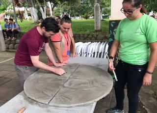 El arte estuvo presente durante las Jornadas de Acción Social en el parque de Naranjo. Fotografía por: Hazel González.