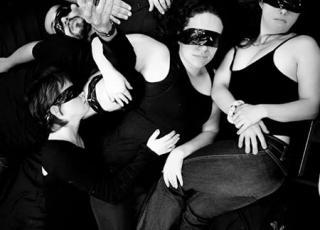 La obra pertenece al grupo Esurios Teatro - Los Hambrientos Producciones en coproducción con Roxana Buján y en alianza con el Proyecto de Inclusión de Personas. Fotografía cortesía del grupo Eusurios-Teatro.