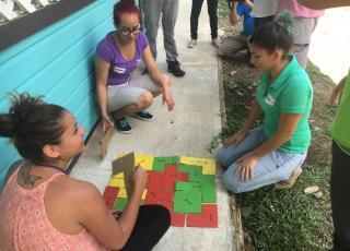 Los rompecabezas también formaron parte de las actividades. Foto: Roberto Puello.