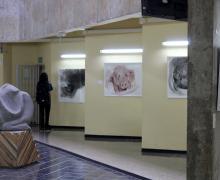 Exposición Dibujos y Esculturas en el vestíbulo de la Facultad de Letras